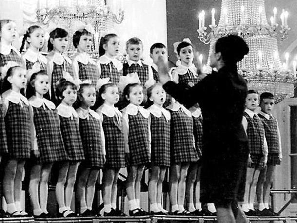 Звонкое, глухое, травестийное: темброакустическое конструирование советского этоса