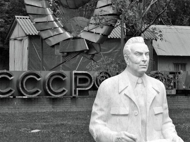 Разложение тотальности: объектализация позднего социализма в постсоветских биохрониках