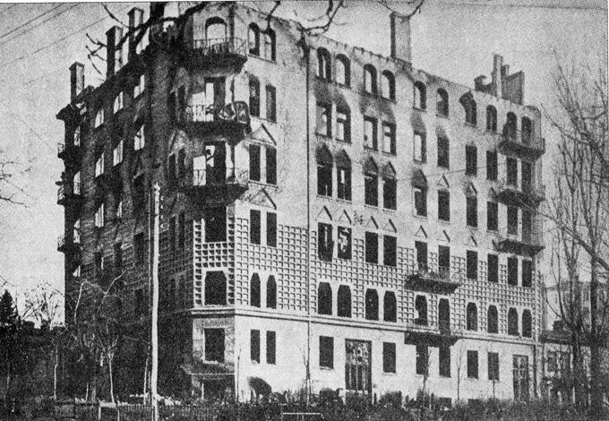 Разрушенный дом М. Грушевского, Киев, январь 1918 года; фотография Ф. Эрнста