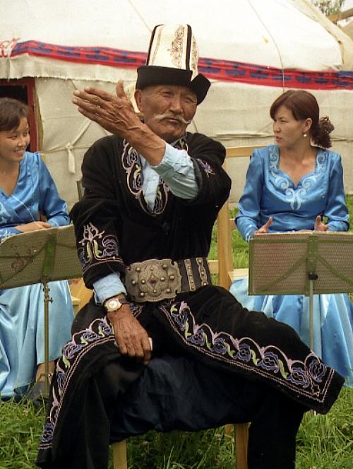 От 500 000 до 1 млн строк «Манаса» было записано от киргизских манасчы