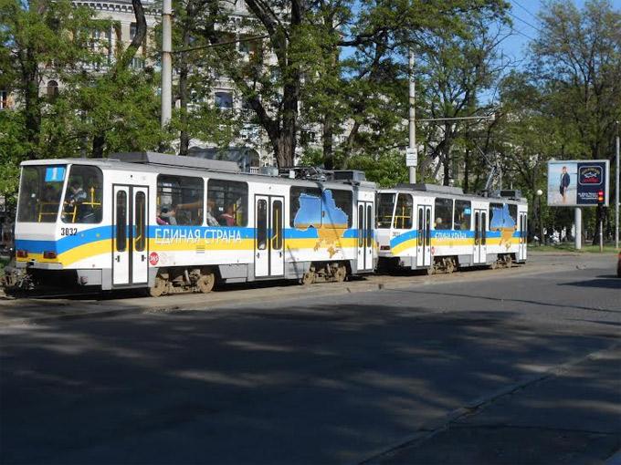 Трамваи на центральном проспекте Карла Маркса