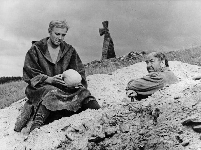 Кадр из фильма «Гамлет» (СССР, 1964, реж. Г. Козинцев)