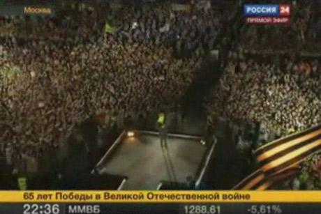 Песни Победы на высшем уровне. Дм. Медведев приветствует участников и зрителей концерта. 9 мая 2010 года, Москва, Лужники