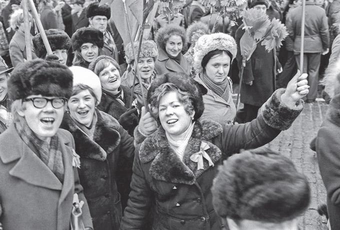 Рис. 9. Демонстрация по  случаю 60-летия Октябрьской революции. Москва, Красная площадь, 7 ноября 1977 г. © РИА «Новости»/МИА «Россия сегодня»
