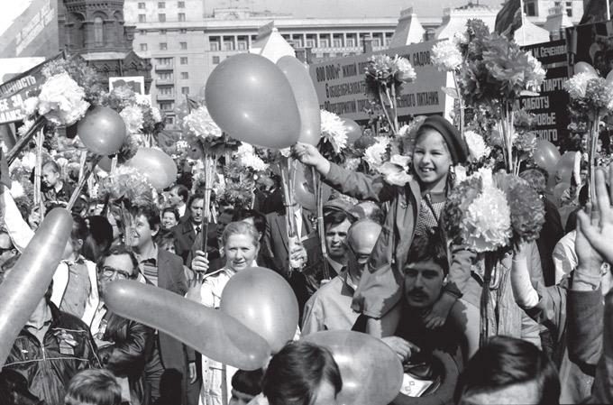Рис. 11. Первомайская демонстрация. Москва, Красная площадь, 1987 г. © РИА «Новости»/МИА «Россия сегодня»