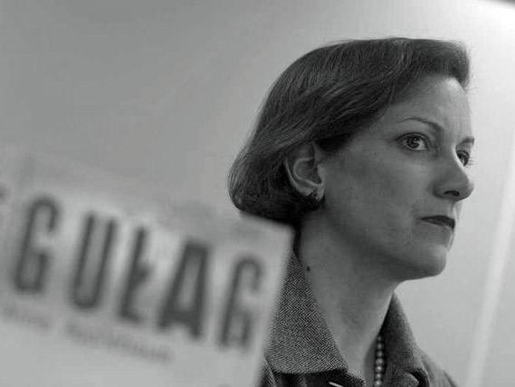 Писатель и историк Энн Эпплбаум в беседе с Лукашем Павловским