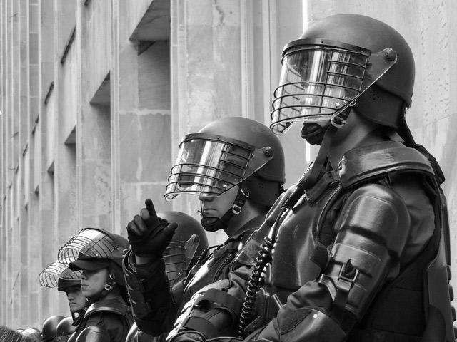 Новое рождение политического из деполитизированного: кризис полицейского управления и множественные солидарности