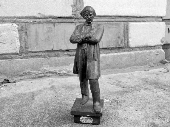 Почему Чернышевский не эмигрировал?